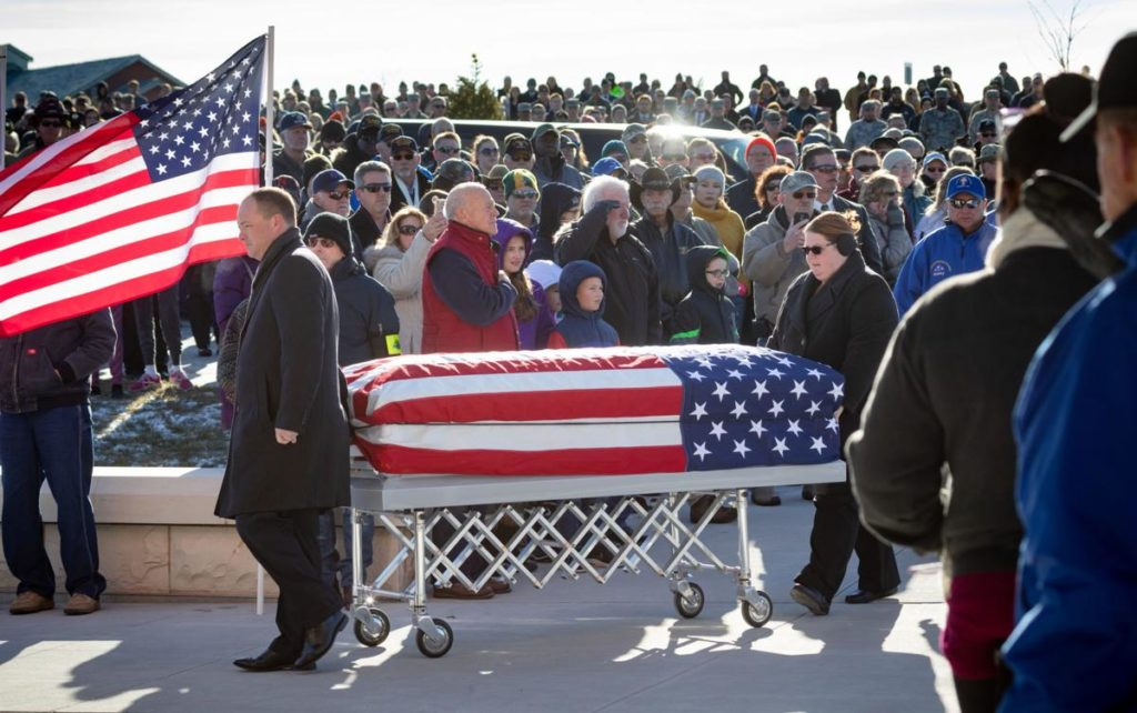 Hundreds show up to support a Vietnam veteran who died with little known family