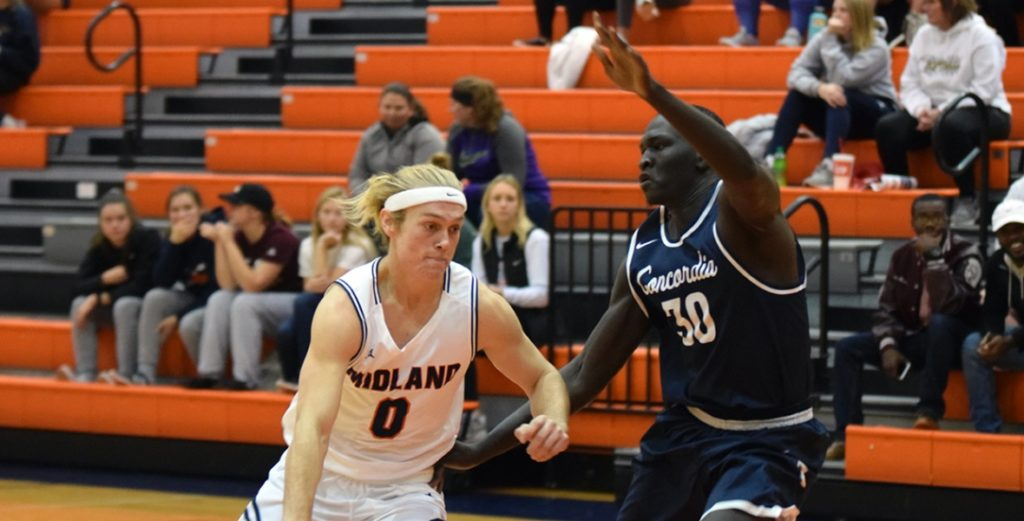 Warriors Hold Off Bulldogs in Conference Opener