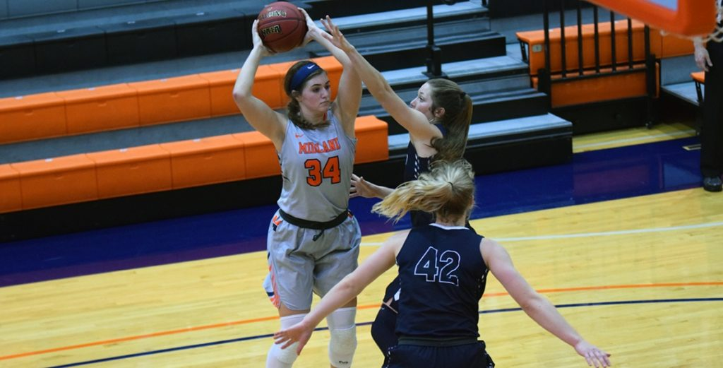 Lady Warriors Fall to No. 1 Concordia in GPAC Opener
