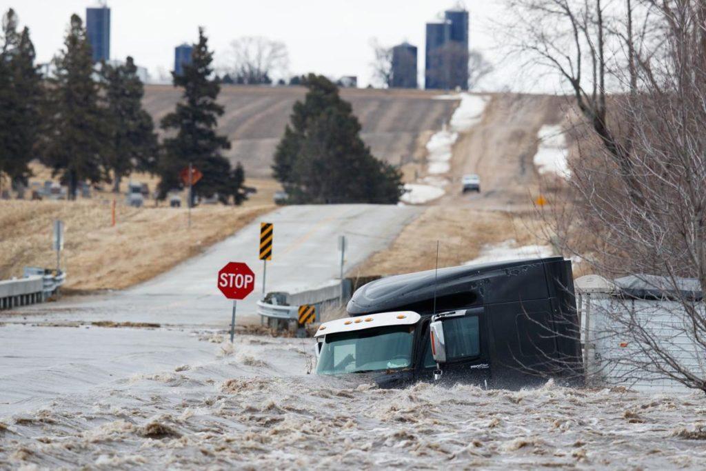 Officials fear Missouri River will breach levee near Bartlett