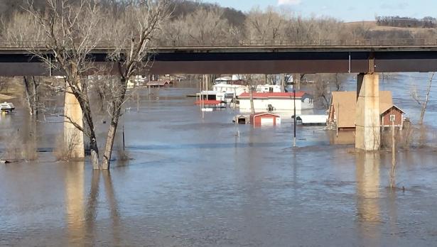 Big Lake Evacuated As Flood Water Flanks Rulo, Power Plants