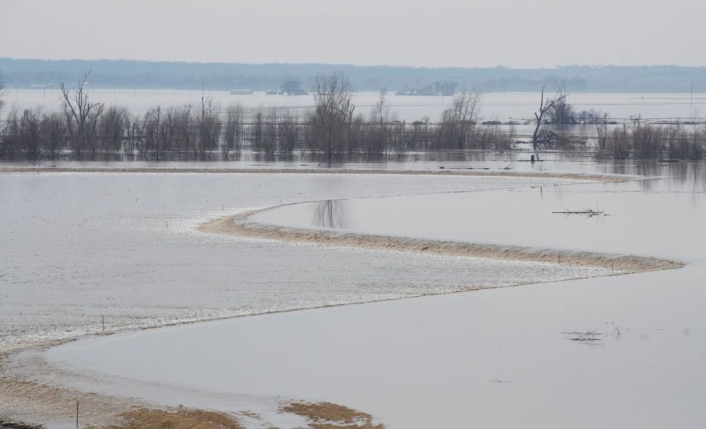 Corps awards $8.5 million contract to repair Iowa levee
