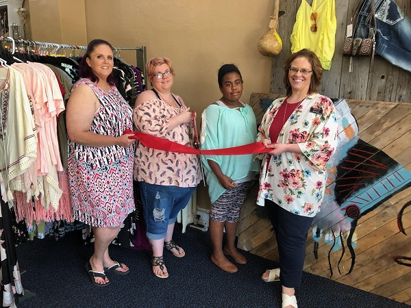 Rustic Divas Home Décor & More Joins Chamber With Ribbon Cutting