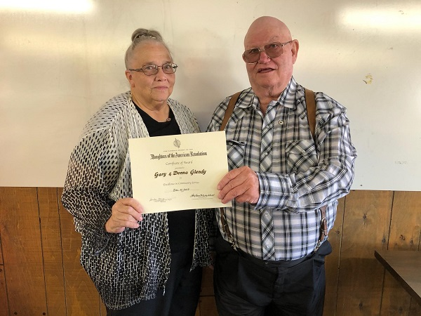 Glendy's Presented With DAR Excellence In Community Service Award