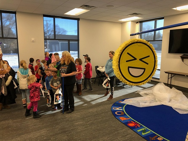 Kids Bring In The New Year With A Pop At The Broken Bow Public Library