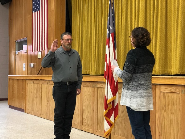"""Rod Sonnichsen Sworn In As Mayor; """"Let's Grow Together"""""""
