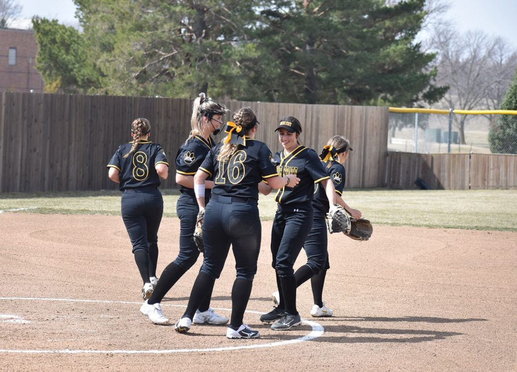 Wildcat Softball Extends Win Streak To Four