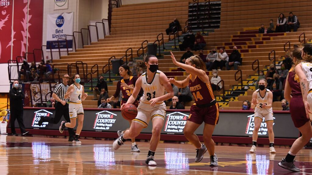Wildcat Women Record 30-Point Fourth To Split Road Weekend