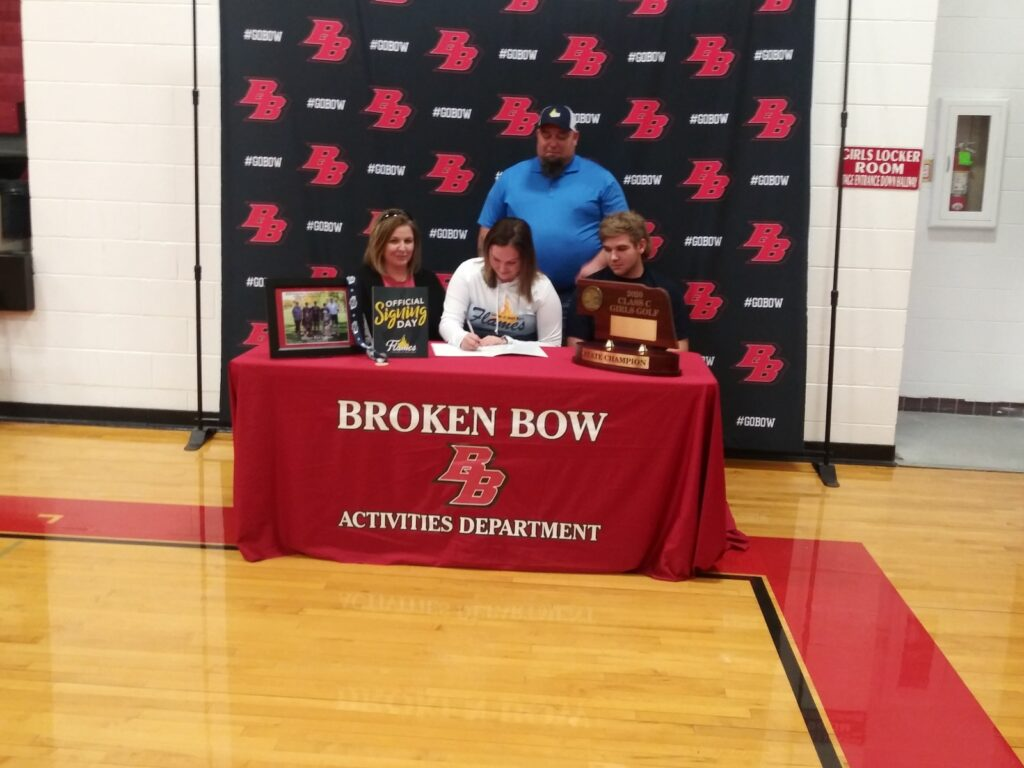 Avery Campbell of Broken Bow Signs to Play College Golf for the College of St. Mary