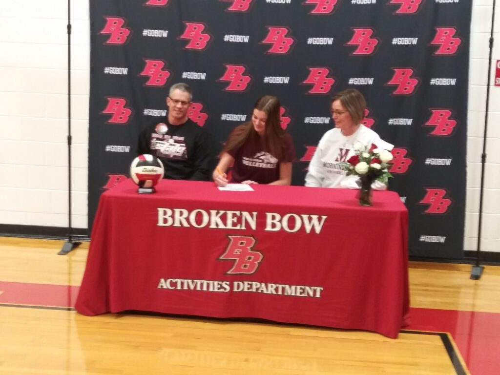 Emma Schall Signs to Play Volleyball for Morningside College