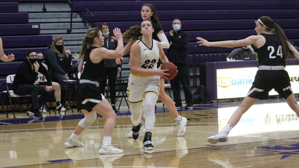 Late Rally Not Enough For Wildcat Women, Final Four Games At Home