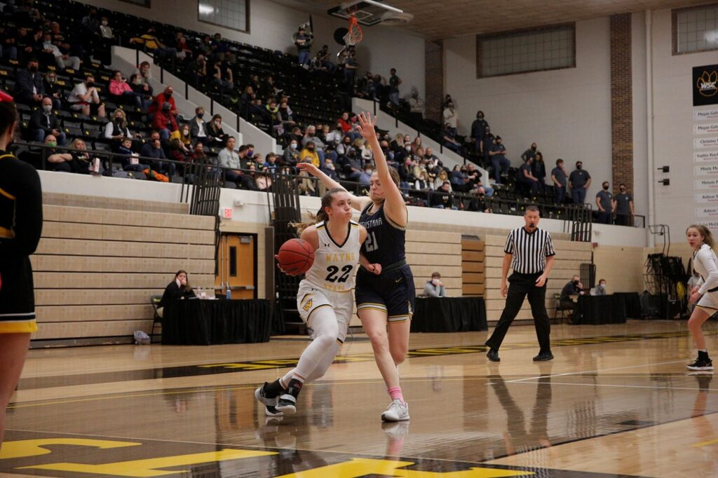 Augustana Women Use 43-29 First Half Advantage Over WSC