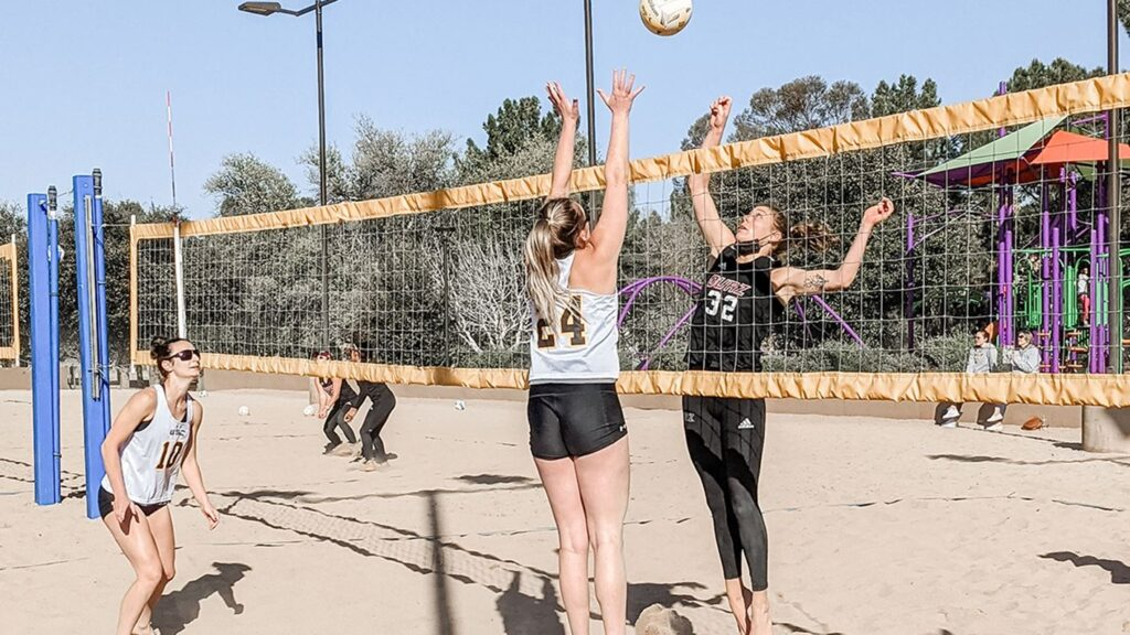 Wildcat Beach Volleyball Suffers 4-1 Loss, 4-1 Victory