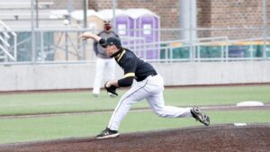 Wayne State Baseball Splits Saturday Doubleheader At UMD