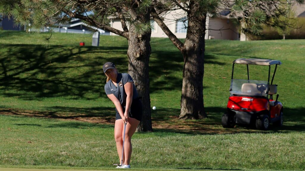 Wildcats Women's Golf In Fourth Place Through Sunday, Peters Ties Individual School Record
