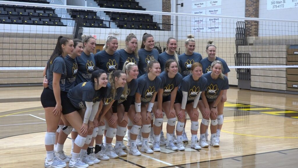#17 Wayne State Volleyball Makes Quick Work Of #5 Team In Division II