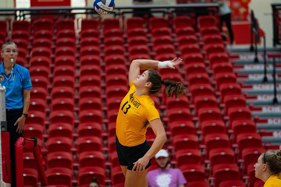 #7 Wildcat Volleyball Concludes Dominant Road Weekend With Sweep, Nine Service Aces Saturday